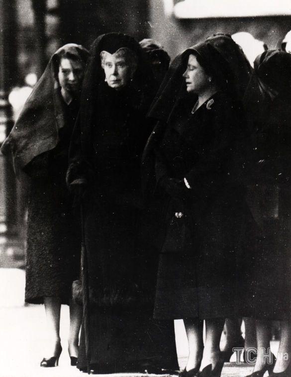 Королева Елизавета II на похоронах отца Георга VI