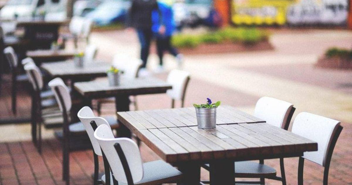 В Киеве с 15 апреля разрешен монтаж летних площадок у кафе и ресторанов