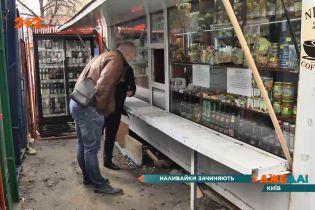 Демонтаж нелегальных киосков в Киеве напоминает настоящую спецоперацию