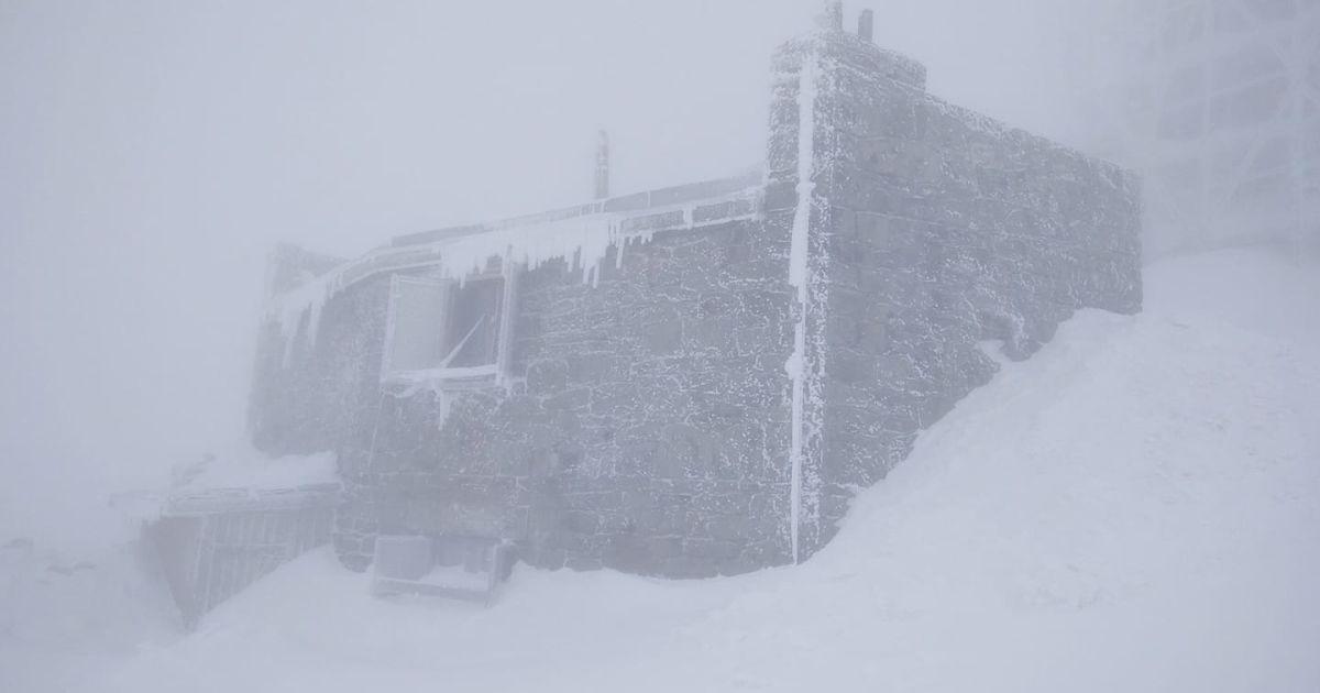 У Карпатах вдарив мороз і намело чимало снігу: фото засніжених гір