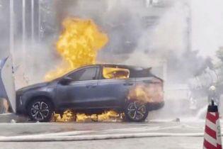У Китаї під час зарядки загорівся електромобіль, ця модель продається в Україні