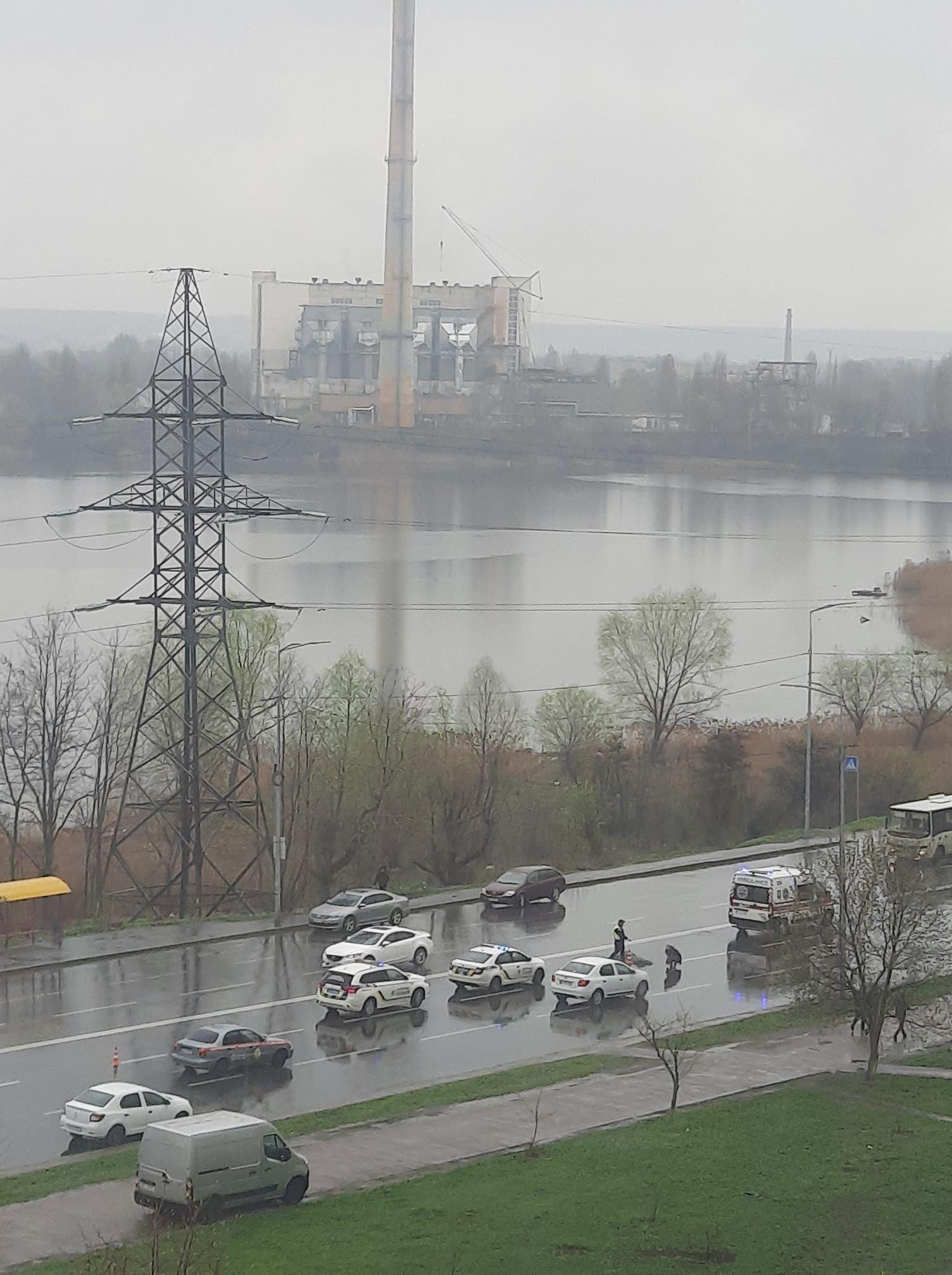 У Києві маршрутний автобус збив-жінку пішохода, яка перебігала дорогу