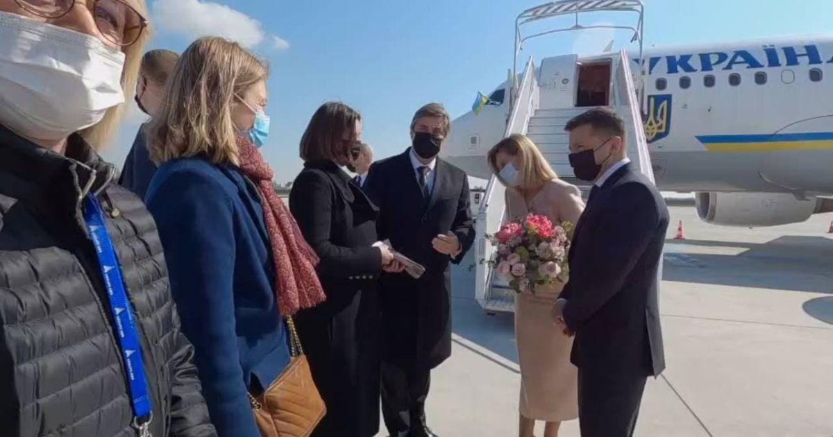 Зеленский вместе с супругой прибыли во Францию на встречу с Макроном