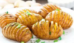 """Смачно, ситно і корисно: простий рецепт картоплі """"Гармошка"""" з печерицями"""