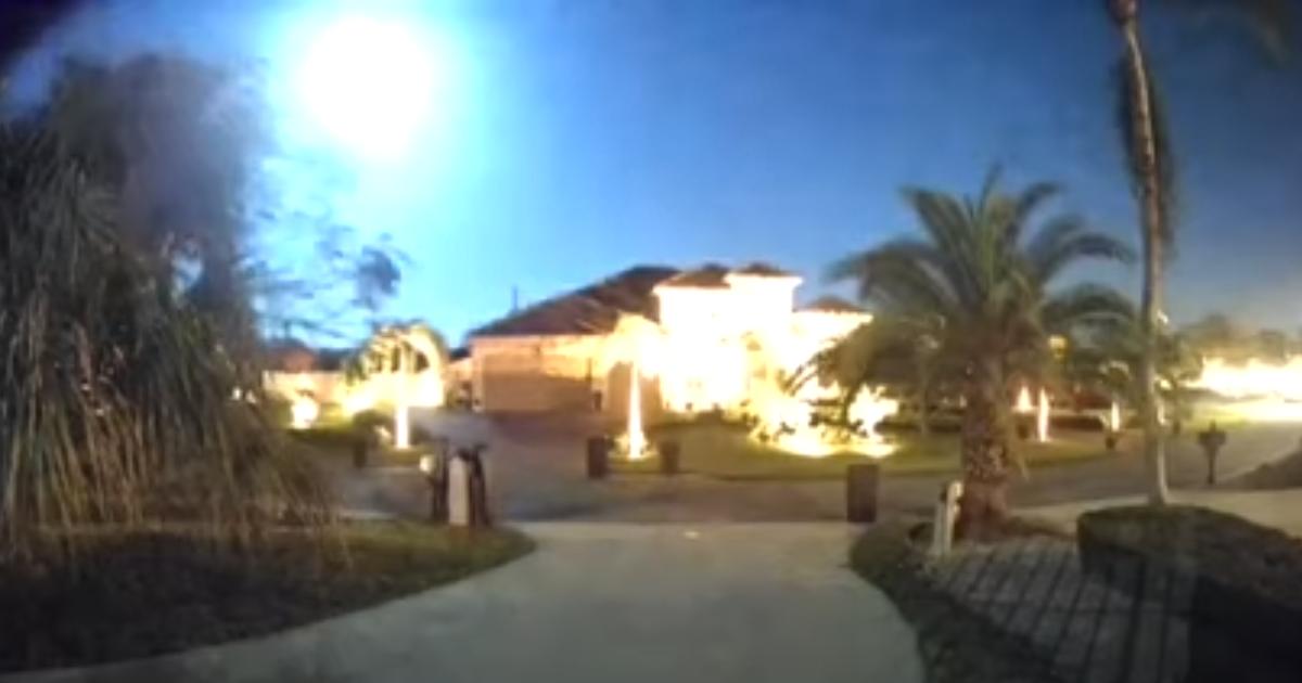 Яркий огненный шар, который поражает: жители Флориды сняли метеор (видео)