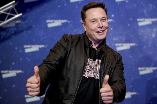 У Мережі показали салон Tesla Cybertruck, на якому Ілон Маск приїхав на завод у Техасі