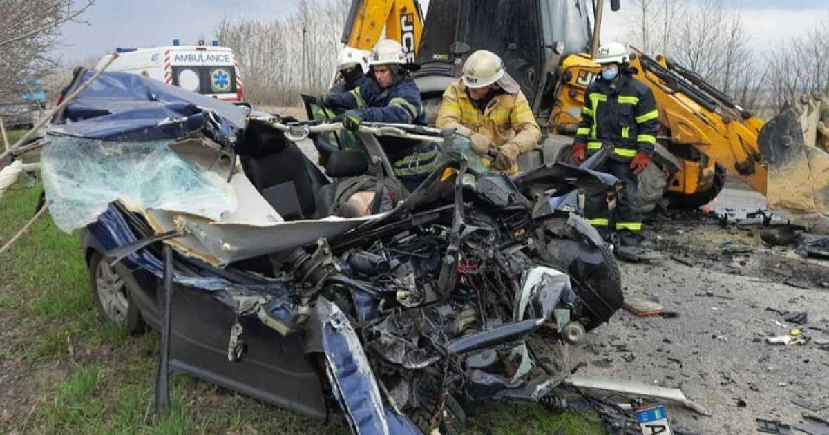 Розтрощена автівка та два відділення ДСНС: під Харковом сталася смертельна аварія