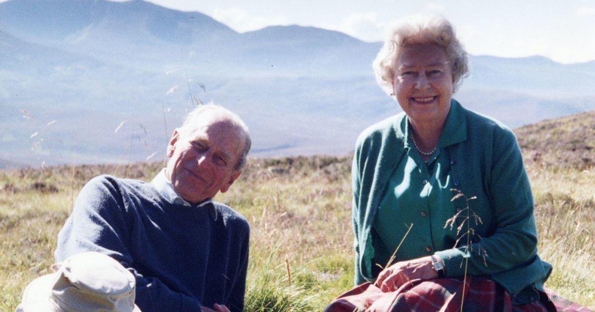 Королівська родина поділилася неопублікованим раніше фото Філіпа і Єлизавети II