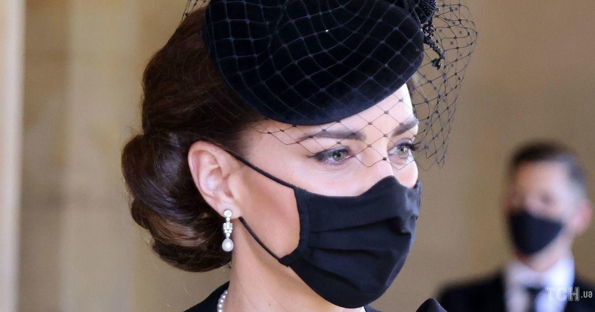 Герцогиня Кембриджська одягла на похорон принца Філіпа прикрасу, яку носила принцеса Діана