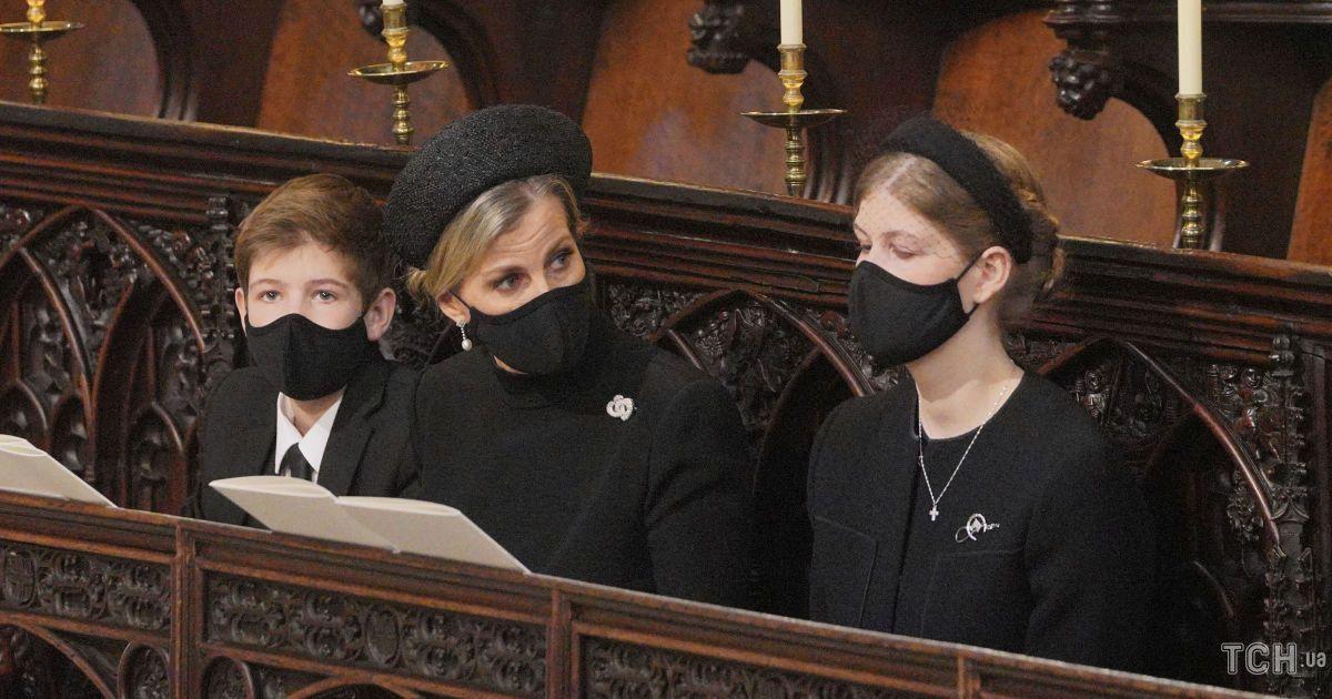 Взяли с собой детей: принц Эдвард и графиня Софи на похоронах принца Филиппа