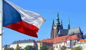 Чехия высылает из страны 18 российских дипломатов