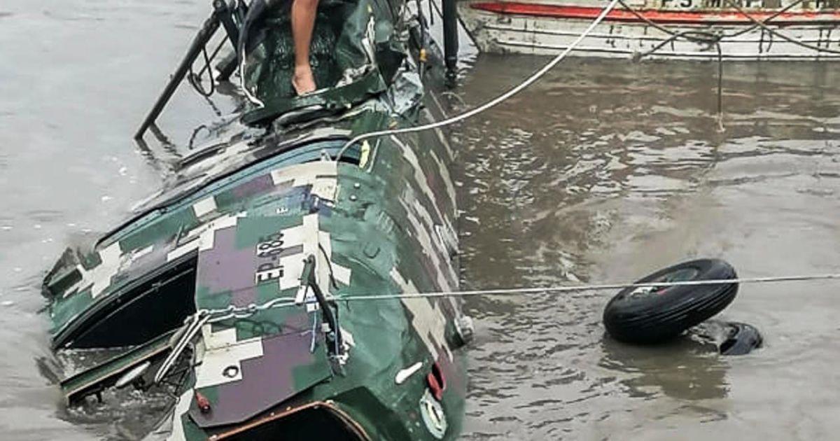 У Перу п'ятеро військових загинули внаслідок падіння вертольота в річку: фото