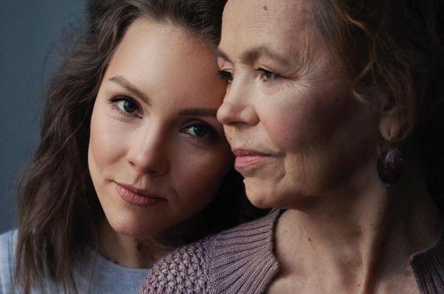 Алена Шоптенко со слезами на глазах впервые рассказала, что ее мама умерла