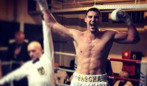 Нокаут у першому раунді: український боксер видовищно завоював дебютний чемпіонський пояс (відео)