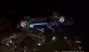 У селі Шукайвода у ставку втопився автомобіль разом із трьома людьми