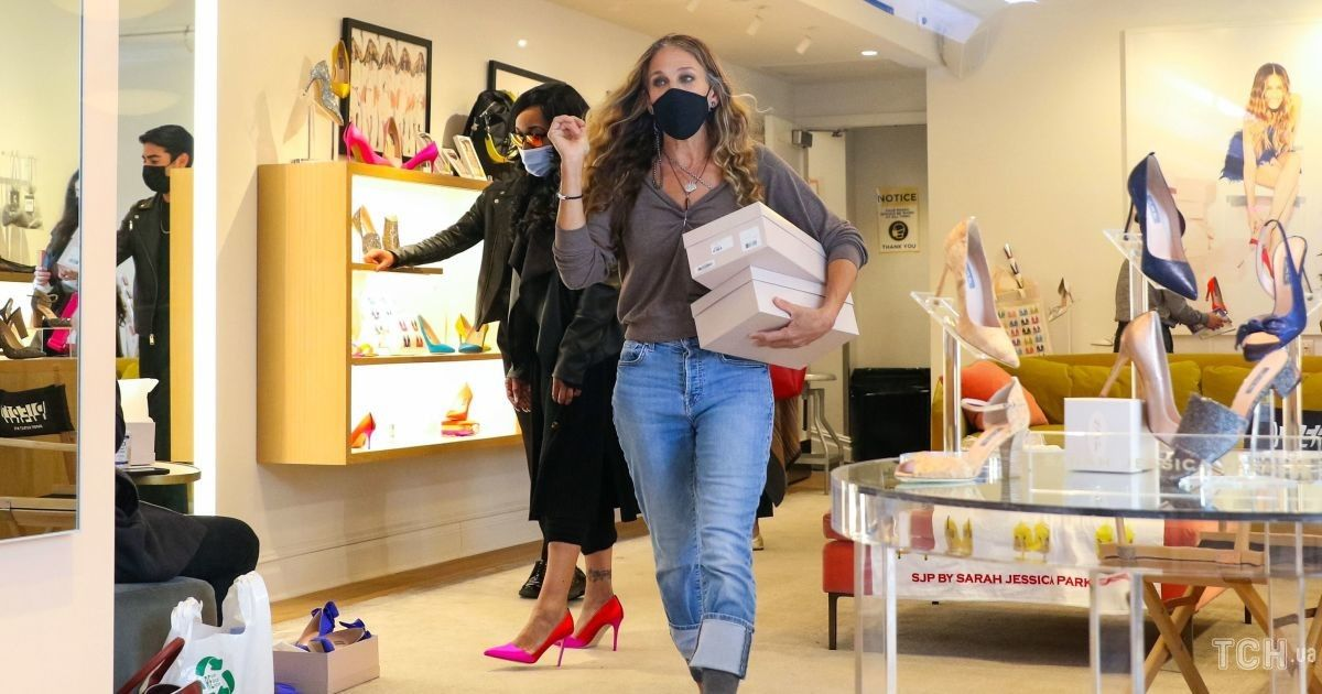 Взяла дочь на работу: Сара Джессика Паркер пришла в свой бутик