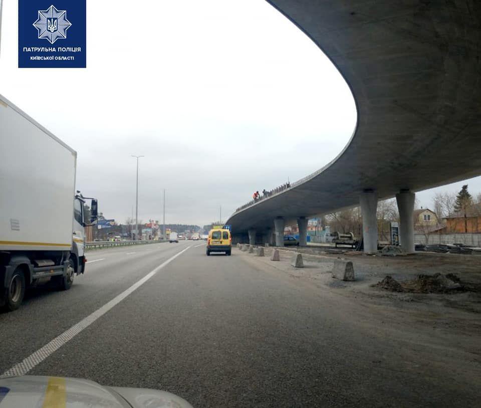 Під Києвом почали почали будувати транспортну розв'язку