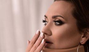 Анна Саліванчук показала моторошне відео, як їй у шиї вирізали грижу