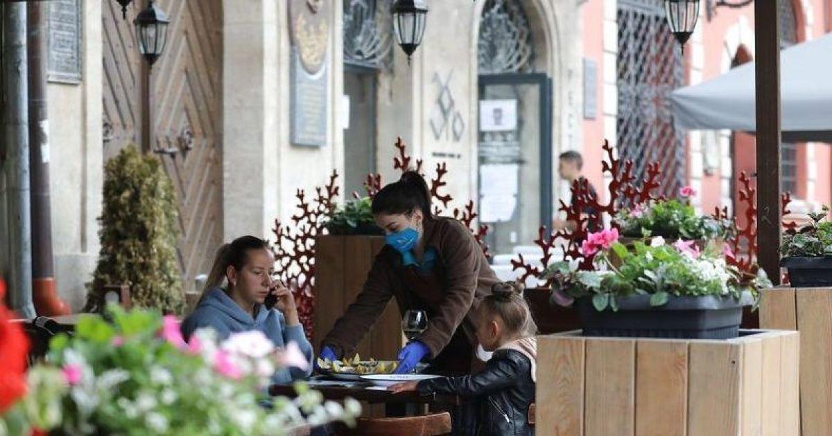 Во Львове ослабили карантин: как будут работать школы, рынки и рестораны
