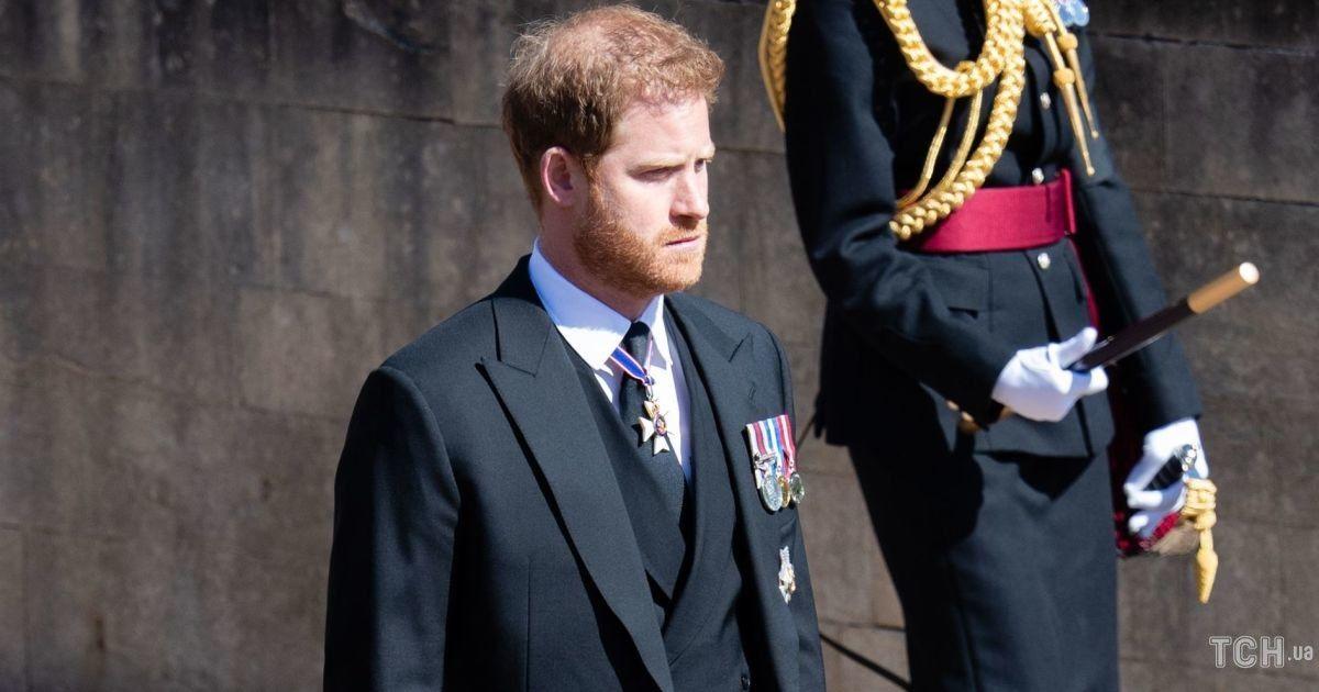 Останется поддержать Елизавету II: принц Гарри не вернется в ближайшие дни в США