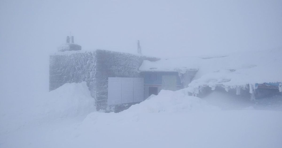 Карпати засипає снігом, в горах мороз і небезпека сходження лавин: фото