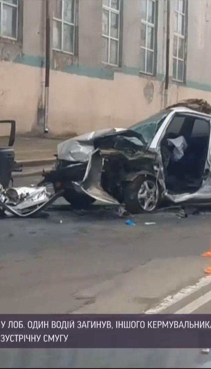 Новини України: в Одесі два легковики зіткнулися лобом у лоба – один з водіїв загинув
