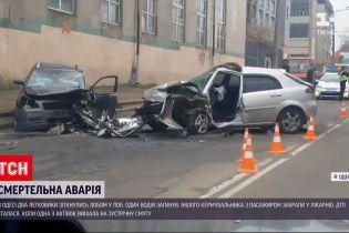 Новости Украины: в Одессе две легковушки столкнулись лоб в лоб - один из водителей погиб