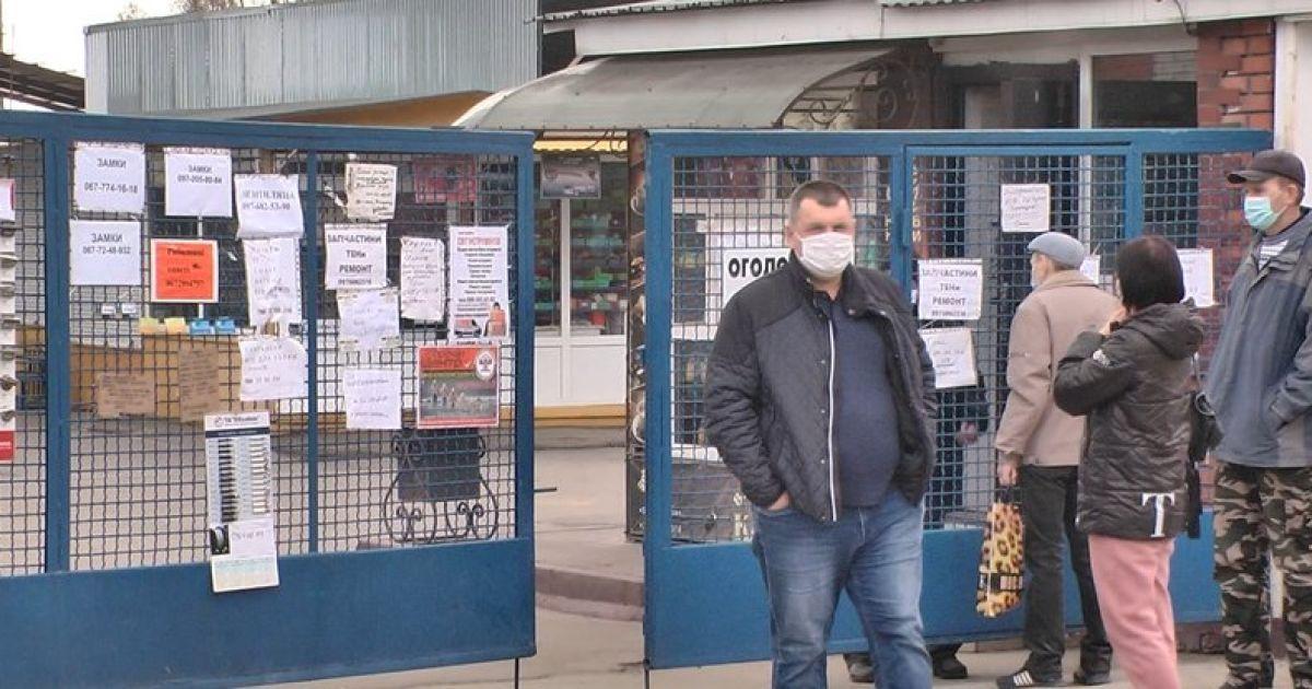 """Не влаштовують умови торгівлі на виніс: у """"червоному"""" Хмельницькому протестували підприємці"""