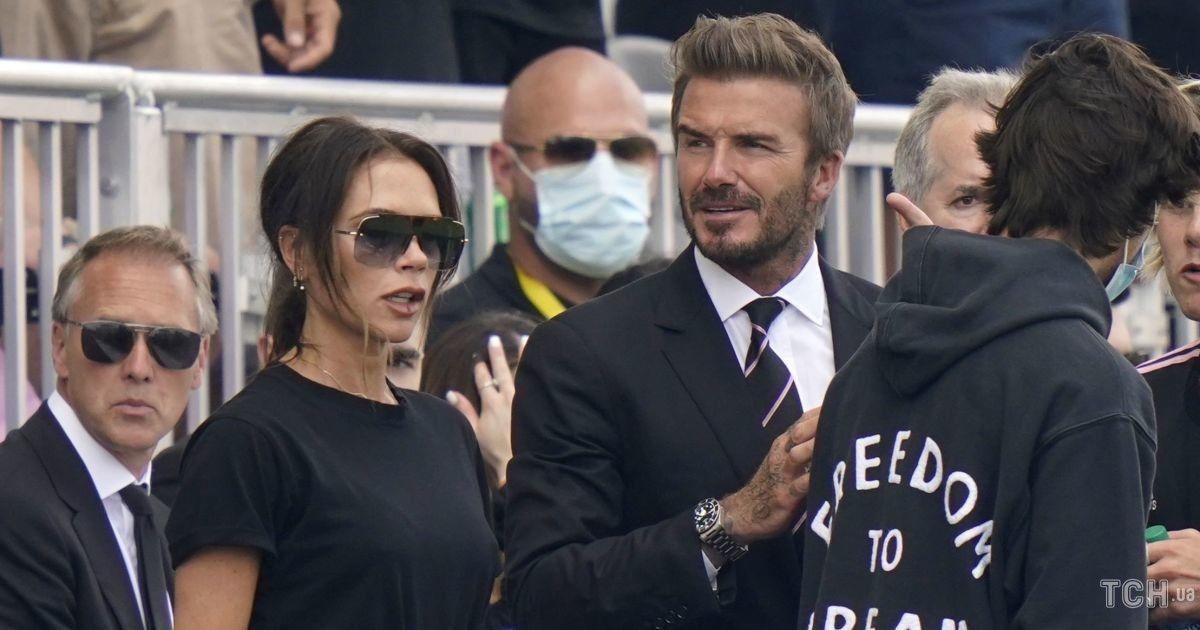 Счастливы вместе: Дэвид и Виктория Бекхэм с детьми сходили на футбол