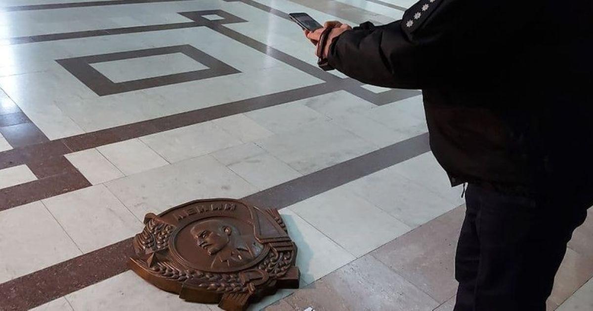 Декомуназація: в Харкові поліція перевіряє факт відновлення барельєфу з Леніним