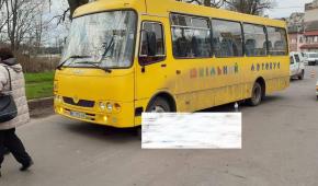 Вышел из салона и упал на дорогу: во Львовской области внезапно умер водитель школьного автобуса (фото)