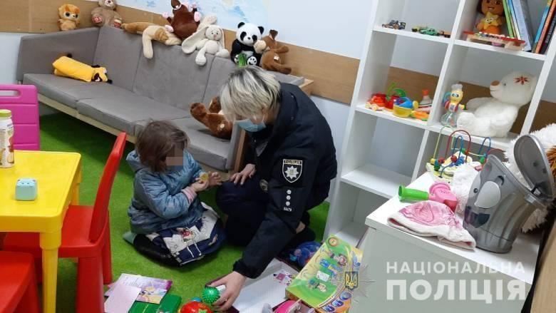 У Києві уночі знайшли трирічну дівчинку у багатоповерхівці
