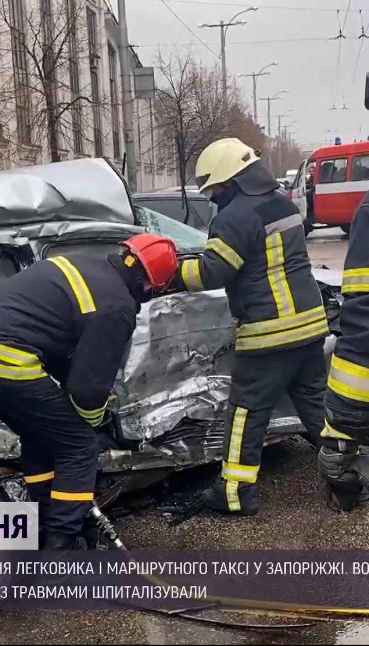 Новини України: під час ДТП у Запоріжжі загинула людина, а троє травмовані