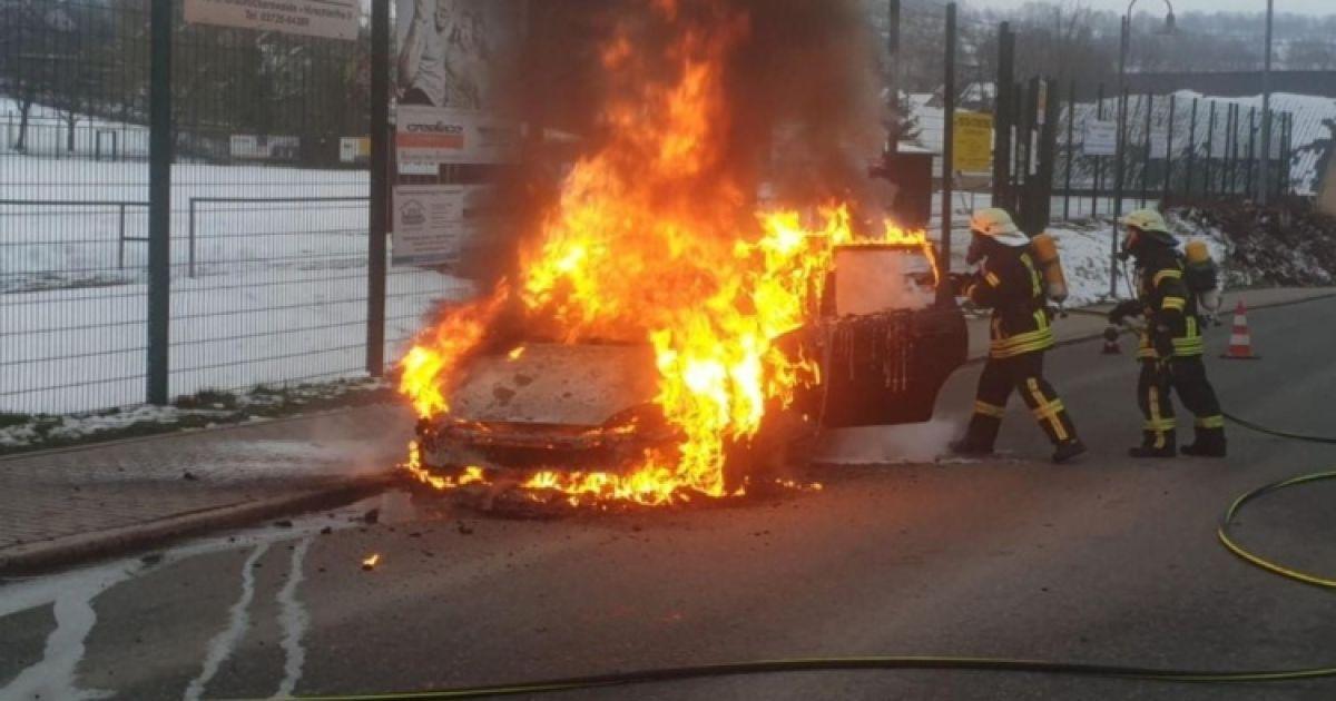 У Німеччині вщент згорів автомобіль після того, як власник переплутав пальне