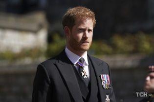 Не залишився на ювілей Єлизавети II у Лондоні: принца Гаррі бачили в аеропорту Лос-Анджелеса