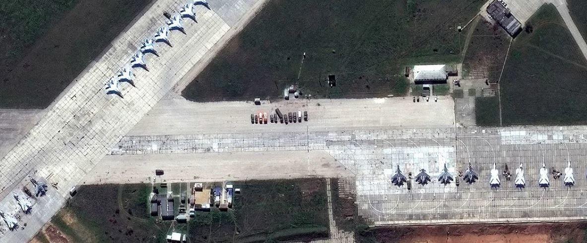Російський літак Су-30 на авіабазі Саки у Криму