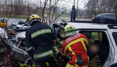 На трасі Дніпро-Мелітополь маневр водія призвів до смертельної аварії двох інших машин