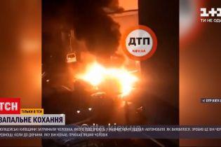 Новини України: у Київській області затримали чоловіка, який улаштував масштабну пожежу на парковці через ревнощі