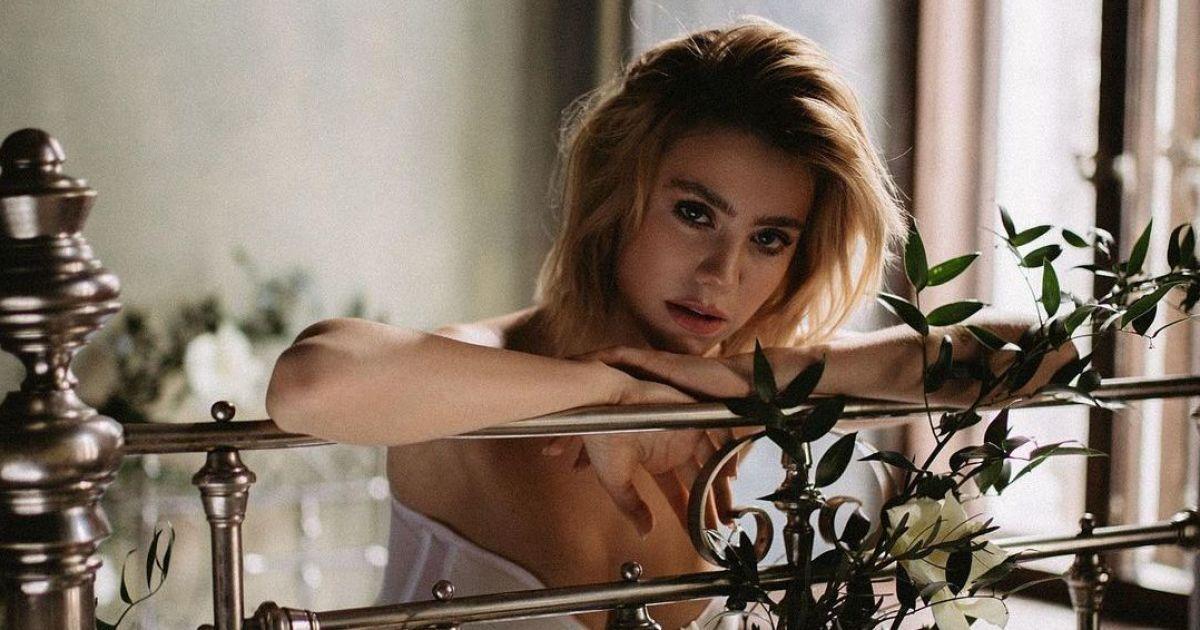 """Новая участница """"ВИА Гры"""" взбудоражила воображение эротическими фото в мини-платье"""