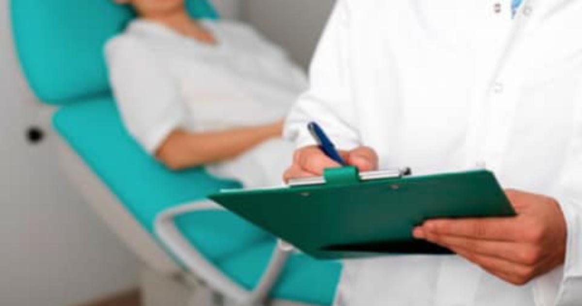 Провів операцію так, що довелося видаляти матку: у Києві повідомлено про підозру акушеру-гінекологу приватної клініки