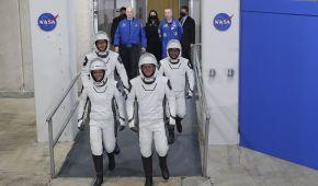 SpaceX вперше запустила до МКС астронавтів на вживаній ракеті: фото