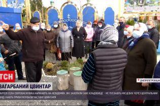 Новости Украины: жители Святовасиливки восстали против неизвестных гостей, оккупировавших кладбище