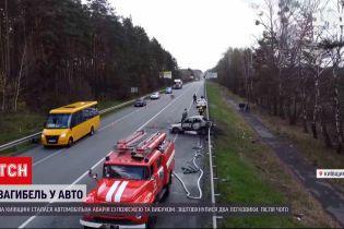 Новини України: у Київській області внаслідок аварії водій згорів живцем у власному авто