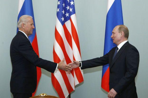 У Кремлі пояснили, чому досі не підтвердили готовність особистої зустрічі Путіна з Байденом