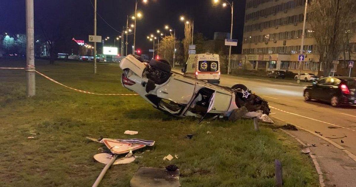 Женщина погибла, ее дочь спасают: в Киеве водитель, совершивший смертельное ДТП, скрылся с места происшествия