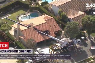 Новини світу: у Каліфорнії будівельний кран впав на дах житлового будинка