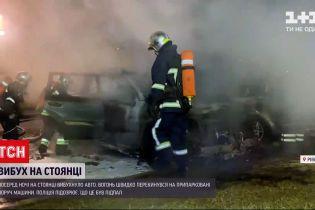 Новости Украины: в Ровно среди ночи на стоянке загорелся внедорожник