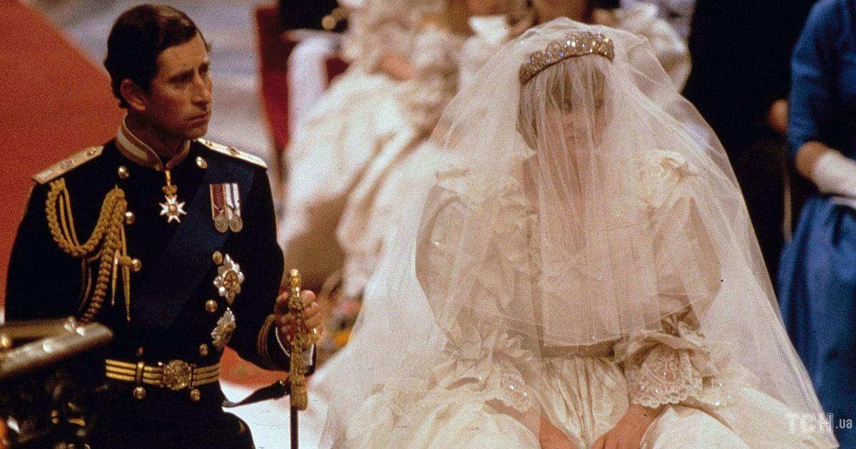 Самое известное платье в королевской истории: наряд принцессы Дианы покажут на выставке