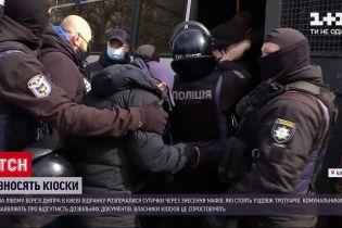 Новости Украины: киевские коммунальщики снесли 7 МАФов на левом берегу города
