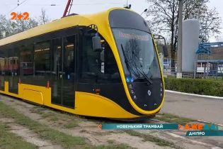 Новенький, высокотехнологичный и практически бесшумный трамвай уже курсирует по улицам Днепра